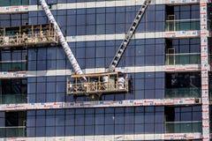 DUBAI, UAE - EM OUTUBRO DE 2018: atividade da constru??o na baixa de Dubai em Dubai, UAE Dubai ? a cidade e o emirado os mais pop imagens de stock royalty free