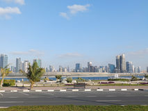 DUBAI UAE - FEBRUARI 02, 2014 allmän sikt av den Dubai marina I staden av den konstgjorda kanallängden av 3 kilometer längs th Royaltyfria Foton
