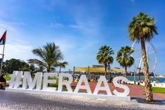 Dubai/UAE - 06 11 2018: Hashtag Meraas på går Jumeirah Beach Residence royaltyfri fotografi