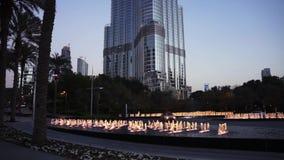 DUBAI, UAE - JANUAR 2018: Burj Khalifa am Abend nach Sonnenuntergang stock video
