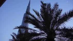 DUBAI, UAE - JANUAR 2018: Burj Khalifa am Abend nach Sonnenuntergang stock footage