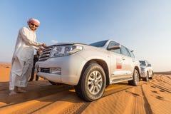 DUBAI, UAE 20. JANUAR: Jeepsafari, 20, 2014 in Dubai, UAE jeep Lizenzfreie Stockfotografie