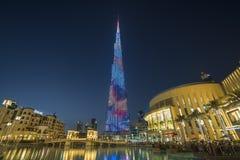 DUBAI UAE - januari 06,2018: Burj Khalifa skyskrapa i nigh Arkivfoton