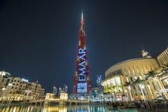 DUBAI UAE - januari 06,2018: Burj Khalifa skyskrapa i nigh Arkivbilder