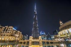 DUBAI UAE - januari 06,2018: Burj Khalifa skyskrapa i nigh Royaltyfri Bild