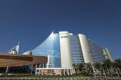 DUBAI UAE - januari 05,2018: Det Jumeirah strandhotellet, i Jumei Arkivbilder