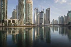 DUBAI UAE - JANUARI 18, 2017: Dubai Marina Marina är populärt r Royaltyfria Bilder