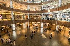 DUBAI UAE - januari 06,2018: inom den Dubai gallerian Dubaien M Arkivfoton