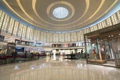 DUBAI UAE - januari 06,2018: inom den Dubai gallerian Dubaien M Arkivbild