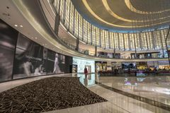 DUBAI UAE - januari 06,2018: inom den Dubai gallerian Dubaien M Royaltyfri Foto