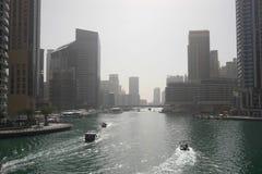 DUBAI UAE - 2018 JANUARI 22: Moderna byggnader i den Dubai marina, Dubai, UAE Fotografering för Bildbyråer