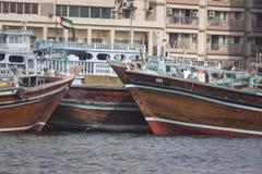 DUBAI UAE - JANUARI 18, 2017: Pir av den traditionella vattentaxien Royaltyfria Foton