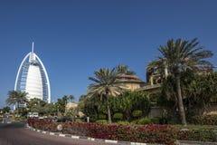 DUBAI UAE - januari 05,2018: Sikt för det Burj Al Arab hotellet i Du Royaltyfria Bilder