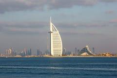 DUBAI UAE-JANUARY 15: Skyskrapor i centret på Januari Arkivfoto
