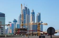 DUBAI UAE-JANUARY 15: Stadsgator Januari 15, 2014 i Dubai, U Royaltyfri Bild