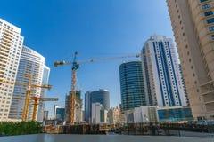 DUBAI UAE-JANUARY 15: Stadsgator Januari 15, 2014 i Dubai, U Royaltyfri Fotografi