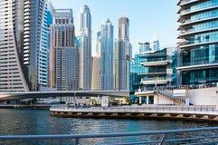 DUBAI UAE - JUNI 4: Bostadsområdet av den Dubai marina Fotografering för Bildbyråer