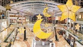Dubai, UAE - junio de 2017: Centro de ciudad del festival, adornado para HOL Foto de archivo libre de regalías