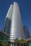 DUBAI, UAE - 22. MÄRZ 2017: Der Wolkenkratzer Almas-Turm konstruiert durch Taisei-Gruppe Stockfotos