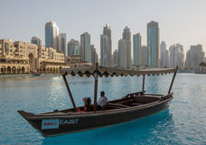 DUBAI UAE - MAJ 11, 2016: abra i i stadens centrum område Royaltyfri Bild