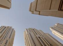 DUBAI UAE - MAJ 11, 2016: blast av torn Arkivfoton