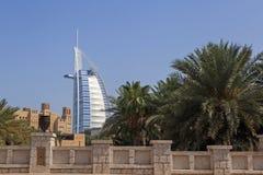 DUBAI UAE - MAJ 12, 2016: Burj Al Arab hotell Royaltyfria Bilder