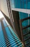 DUBAI UAE - MAJ 18: Dubai i stadens centrum horisont Dubai Sheikh Zayed R Fotografering för Bildbyråer