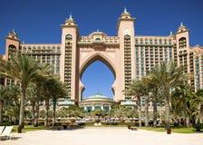 DUBAI UAE - 07 MAJ 16: Fasade av Atlantis det lyxiga hotellet för gömma i handflatan, Dubai, UAE, 07 Maj, 2016 Royaltyfri Bild