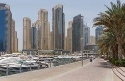 DUBAI UAE - MAJ 11, 2016: fot- gångbana Royaltyfri Fotografi