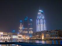 Dubai UAE - Maj 15, 2018: Höghus i Dubai i den sena aftonen Centrum Royaltyfri Foto