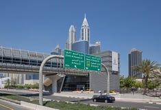 DUBAI UAE - MAJ 15, 2016: Ingång för Nakheel tunnelbanastation Arkivbilder
