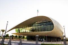 DUBAI UAE - Maj 18, 2018: Kulturell erbjudande storartad nybygge för Etihad museum som lokaliseras i Jumeirah, Dubai, UAE royaltyfri fotografi