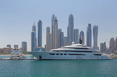 DUBAI UAE - MAJ 15, 2016: lyxig yacht Fotografering för Bildbyråer