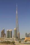 DUBAI UAE - MAJ 11, 2016: sikt på det Burj Khalifa tornet Royaltyfri Foto
