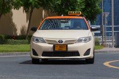 DUBAI UAE - MAJ 11, 2016: taxi Arkivfoto