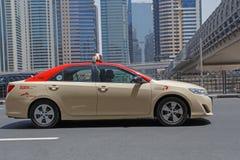 DUBAI UAE - MAJ 12, 2016: taxi Royaltyfri Fotografi