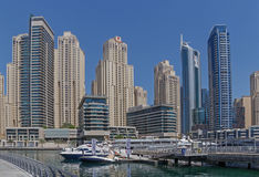 DUBAI UAE - MAJ 15, 2016: torn i den Dubai marina Arkivbilder