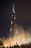 DUBAI, UAE - MARCH 24, 2017: The nightly Burj Khalifa and the fountain Royalty Free Stock Photos