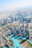 DUBAI UAE - MARS 24, 2016: Dubai som är i stadens centrum från Burj Khalifa Arkivfoto