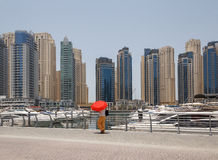 DUBAI, UAE - MAY 11, 2016: pedestrian walkway in Dubai Marina Royalty Free Stock Images