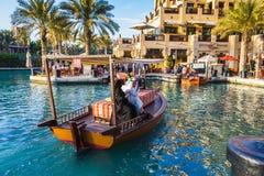 DUBAI UAE - NOVEMBER 15: Sikt av Souken Madinat Jumeirah Royaltyfri Foto