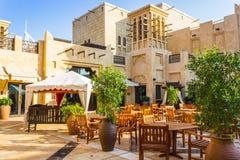 DUBAI UAE - NOVEMBER 15: Sikt av Souken Madinat Jumeirah Royaltyfri Bild