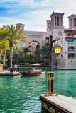 DUBAI UAE - NOVEMBER 15: Sikt av Souken Madinat Jumeirah Arkivbilder
