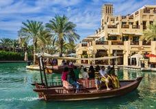 DUBAI UAE - NOVEMBER 15: Sikten av Souken Madinat Jumeirah Royaltyfri Bild