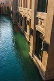 DUBAI UAE - NOVEMBER 15: Sikten av Souken Madinat Jumeirah Royaltyfria Bilder