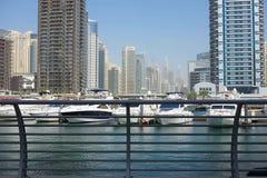 DUBAI, UAE - O 22 DE JANEIRO 2018: Construções modernas no porto de Dubai, Dubai, UAE imagens de stock