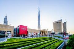 DUBAI UAE - OKTOBER 14: Huvudsaklig ingång till den Dubai gallerian Oktober 14, 2014 i Dubai, Förenade Arabemiraten Arkivfoto