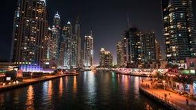 DUBAI UAE - SEPTEMBER 21, 2014: Timelapse sikt av Dubai marinaskyskrapor med yachter och fartyg lager videofilmer