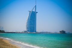 DUBAI, UAE United Arab Emirates - 23 de abril de 2016: Hotel de Burj Al Arab, también llamado imagen de archivo libre de regalías