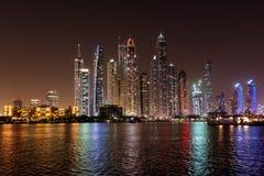 DUBAI, UAE: Wolkenkratzer von Dubai-Jachthafen am 29. September 2014 Stockbild